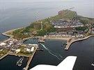 Celkový pohled na ostrov Helgoland. Za Druhé světové války byla na ostrově...