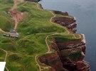 Útesy ostrova Helgoland. Na ostrově jsou zakázány jak automobily a motorky, tak...