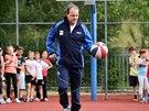 Ministr školství Marcel Chládek odučil na základní škole v Novém Strašecí jednu...