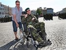Lukáš Hirka s otcem na Zámeckém náměstí ve Frýdku-Místku. (19. června 2014)