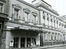 Budova Divadla Ji��ho Myrona v �ervnu 1989.