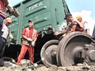 Na východě Ukrajiny po explozi vykolejil nákladní vlak. (23. června 2014)