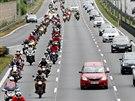 Prahou projely stovky motorkářů za zachování tradičního brněnského závodu. (20....