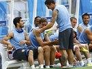 Brankářské rukavice, na krku sluchátka od hudebního přehrávače. Luis Suárez se...
