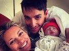 Michal Hrdlička dal na Twitter snímek své dcery Lindy z porodnice.