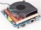 Výkonný procesor chladí bohužel hlučný ventilátor. V maximech točí až 4160...