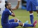 VÝMLUVNÉ GESTO. Giorgio Chiellini, obránce italské fotbalové reprezentace,...