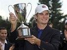 Kevin Streelman s trofejí pro vítěze turnaje Travelers Championship v