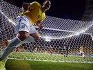 Brazilský útočník Fred se raduje z gólu, který před chvílí vstřelil.