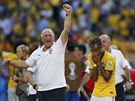 Brazilsk� tren�r Luiz Felipe Scolari se raduje z postupu do �tvrtfin�le...
