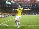 Kolumbijský záložník James Rodriguez se raduje ze vstřeleného gólu v osmifinále...