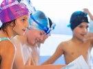 Žáci zlínské základní školy si vylovili své vysvědčení ze dna bazénu.