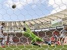 ROZHODUJÍCÍ MOMENT. Belgičan Divock Origi se prosadil při brejku v 89. minutě,...