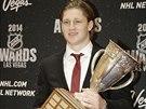 Nathan MacKinnon z Colorada s Calder Trophy pro neklepšího nováčka uplynulé...