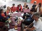 Setkání většiny soutěžních párů na Gibraltaru, kde museli všichni povinně...