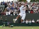 JSEM TAM! Jo-Wilfried Tsonga slav� postup do osmifin�le, kde se utk� s Novakem...