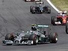 Nico Rosberg (vlevo) ze stáje Mercedesu na trati Velké ceny Rakouska formule 1