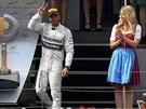 Lewis Hamilton z Mercedesu se raduje z druh� p���ky na Velk� cen� Rakouska
