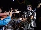 Win Butler z Arcade Fire na letošním Glastonbury (27. června 2014)