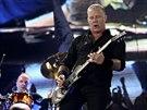 Lídr Metalliky James Hetfield na koncertu v Glastonbury (28. června 2014)