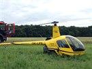 U Hlavence nedaleko Prahy a silnice R10 malý dvoumístný vrtulník (20. června...