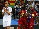 OTOČILI SKÓRE. Fotbalisté Ghany se radují z druhého gólu proti Německu.