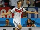 VYROVNAL REKORD. N�meck� �to�n�k Miroslav Klose dal sv�j 15. g�l na mistrovstv�