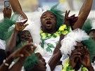 Nigérijský fanoušek se chystá na zápas s Bosnou a Hercegovinou.
