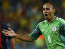 VEDEME! Nigerijský útočník Peter Odemwingie se raduje z gólu proti Bosně.