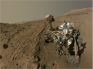 Autoportr�t voz�tka Curiosity na Marsu v den v�ro�� jeho pobytu na rud�...