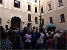 Akci přihlížely stovky návštěvníků, kteří se shromáždili na konopišťském