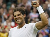 POSTUP. Rafael Nadal a jeho v�t�zn� gesto po v�h�e nad Michailem Kuku�kinem.