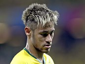 Jedna z největších hvězd šampionátu - brazilský útočník Neymar a jeho blond...
