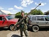 Proruský separatista se v Seversku nedaleko Doněcku chlubí svou protitankovou