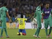 SMUTEK. Ekvádorec Gabriel Achilier zklamaně poklekl na trávník po remíze 0:0 s...