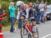 CYKLISTIKA. Tra� dlouhou 180 kilometr� zvl�dl Vabrou�ek v�te�n�, do �ela z�vodu se probojoval u� v prvn�m cyklistick�m okruhu.
