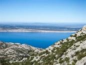 Chorvatsko, Paklenica. Pohled přes ostrov Pag