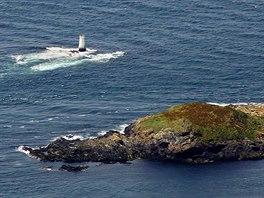 Maják označující mělčinu mezi ostrůvkem Calf of Man a hlavním ostrovem Isle of...