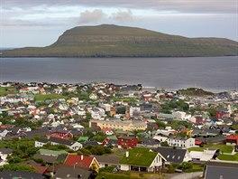 Ostrov Nolsoy proti Thorsavenu, který je na ostrově Streymoy.