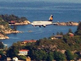 B 737 společnosti Lufthansa na finále dráhy 35 letiště Flesland – Bergen. Já v...