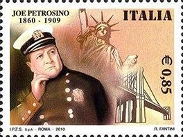 Podobizna detektiva se o mnoho let pozd�ji objevila na italsk� dopisn� zn�mce.