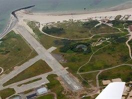 Letiště na ostrově Dune. Pokud chcete na Helgoland, musíte jet lodí. Cesta trvá...