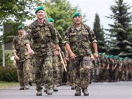 Vojáci 7. mechanizované brigády na zhruba třicet kilometrů dlouhém pochodu z...