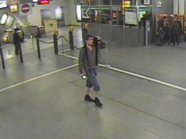 Asi třicetiletý muž prchal tubusem metra revizorům. Při odchodu ze stanice se...