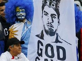 B�h ochra�uj kr�le. Uruguay�t� fanou�ci vyv�sili transparent, kter� byl parodi�...