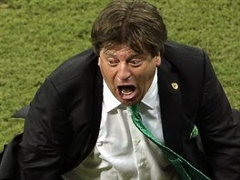 Mexický trenér Miguel Herrera slaví gól proti Chorvatsku.
