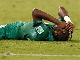 SMUTEK  Geoffroy Serey Die z Pobřeží slonoviny poté, co sudí v zápase s Řeckem...