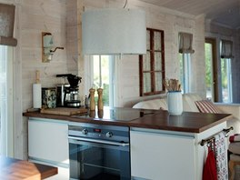 V interiéru převládají světlé barvy, zejména bílá a smetanová, samozřejmě
