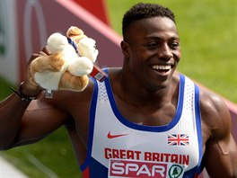 Brit Harry Aikines-Aryeetey slaví triumf ve štafetě na 4x100 metrů v...