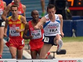 Francouzsk� p�ek�k�� Yoann Kowal (vp�edu) na trati na 3 000 metr�, kterou...